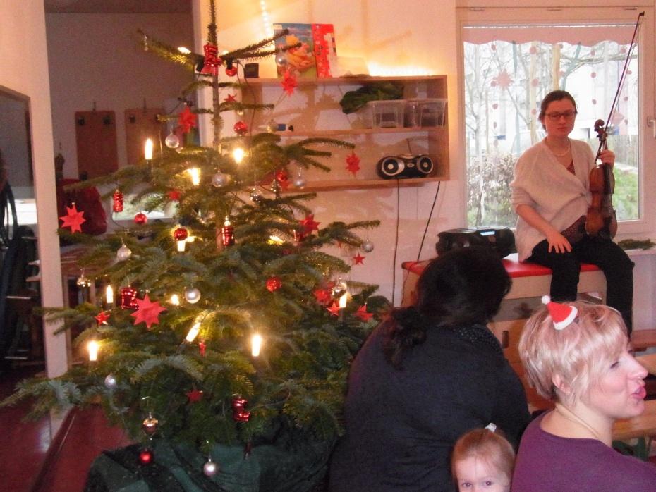 Nikolausfrühstück am 06.12. - alle haben mit der Geige mitgesungen - laut!