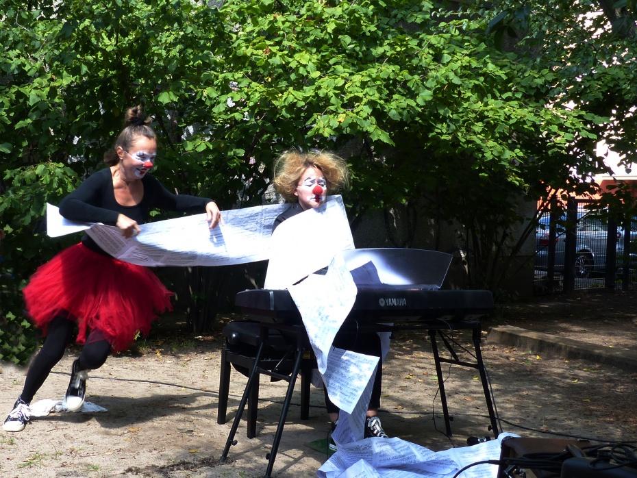 Viel Spaß hatten alle zum Abschluss mit dem Duo Klavieriki