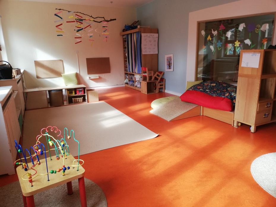 Der Ankommensraum (Kindermund: Fensterraum)