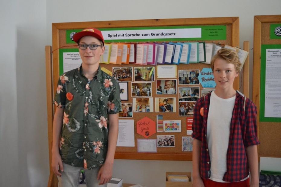 Cinio Jeschke und Tigor Nasoetion (9.Klasse FMSB) an unserem Präsentationsstand