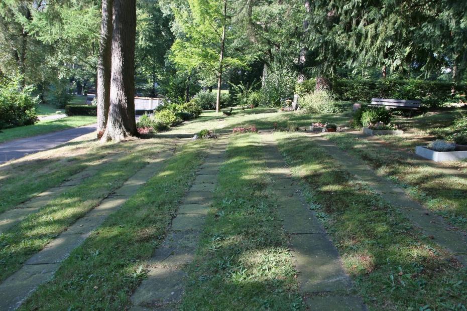 Urnengräber von Freidenkern auf dem Friedhof Ronsdorf (©HP Schulz)