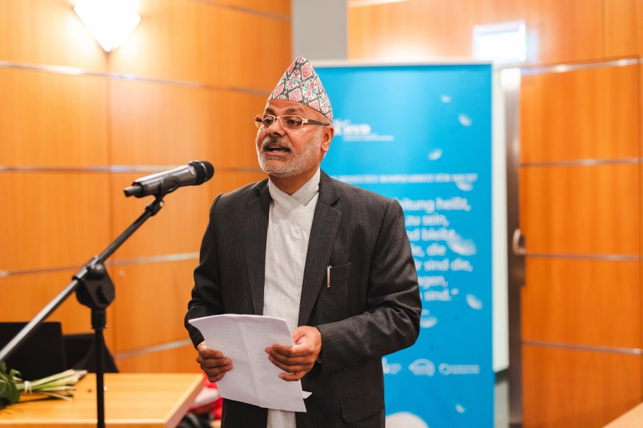 Projektleiter Dr. Dharma Bhusal bei der Begrüßungsrede