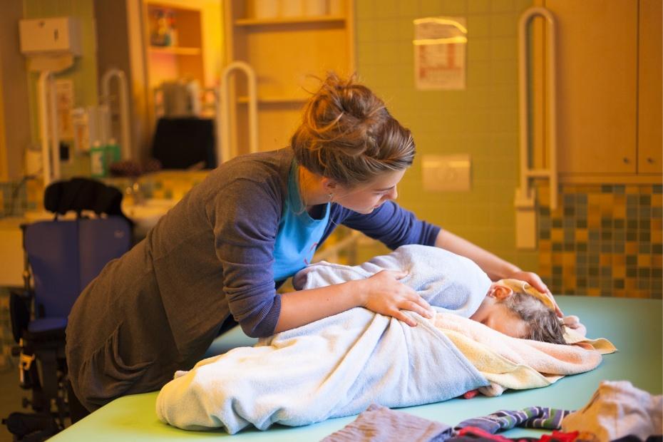 Wir entlasten Familien, Lebensgemeinschaften und Alleinerziehende mit unheilbar erkrankten Kindern in ihrem Alltag.