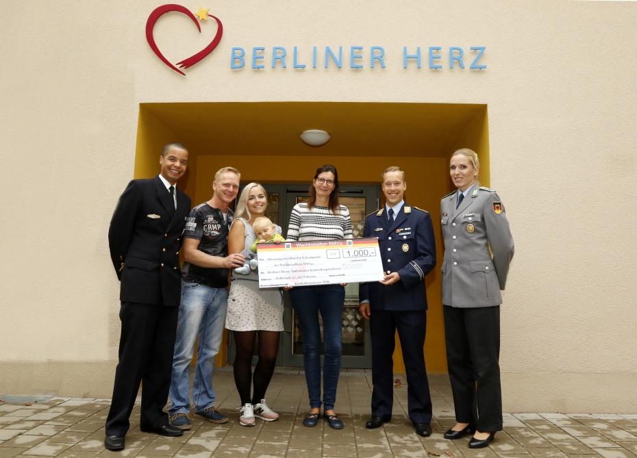 Die 8. Kompanie des Wachbataillons BMV g + das Berliner Herz