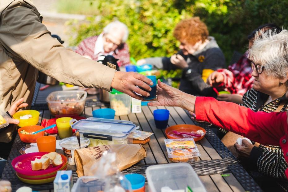 Picknick mit dem Mobilitätshilfedienst Mitte