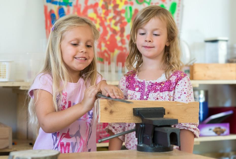 Unsere Pädagog_innen zeigen spürbares Interesse an den Handlungen, Fragen und Konstruktionen der Kinder.