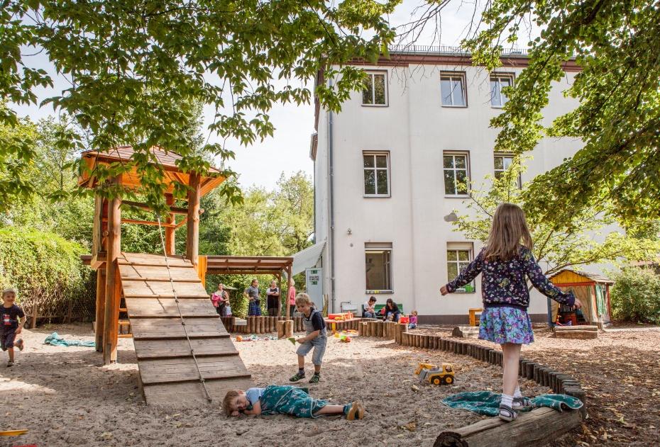 Spielende Kinder in unserer Humanistischen Kindertagesstätte Adlershofer Marktspatzen in Berlin-Treptow