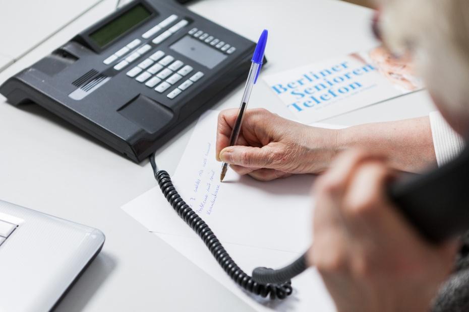 Mit dem Berliner Seniorentelefon und der Silbernetz-Hotline helfen wir bei Einsamkeit, Konflikten, Ängsten und Verlust