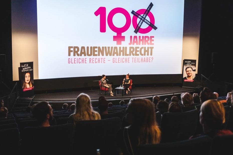 Im Gespräch: Caroline Rosales und Linda Vogt