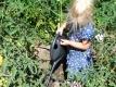 Wer mit dem Gartenschlauch sprengt, bewässert meist nur oberflächlich. Besser eine Kanne verwenden, sie hat einen dickeren und weichen Strahl.