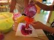 Rezept: Die Rote Bete gründlich waschen und die Blattansätze abschneiden. Die Orangen schälen. Die Rote Bete auf der Stufe für hartes Gemüse/Obst im Entsafter entsaften. Die Orangen auf der Stufe für weiches Gemüse/Obst entsaften. Den Saft auf  Gläser aufteilen und sofort trinken 