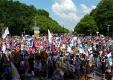Tausende Menschen demonstrierten für für ein verantwortungsvolles, offenes, vielfältiges und tolerantes Europa und für ein weltoffenes, solidarisches Berlin