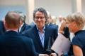 Ralf Rothmann vor der Preisverleihung im Gespräch mit Gästen