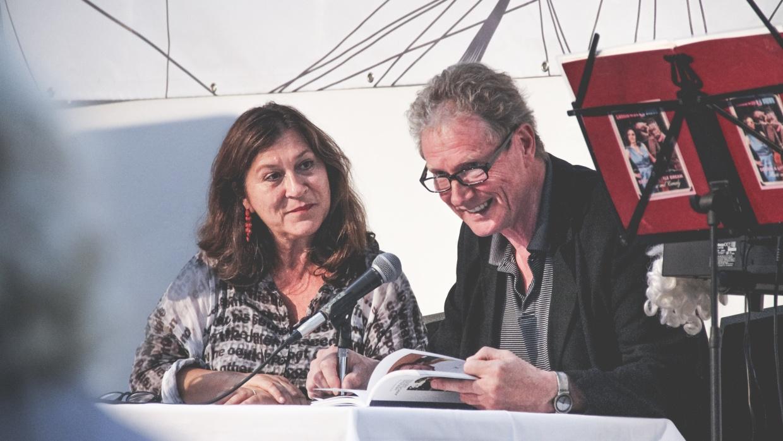 Schauspielerin und Schirmherrin Eva Mattes mit Schauspieler und Schirmherr Hans Brückner