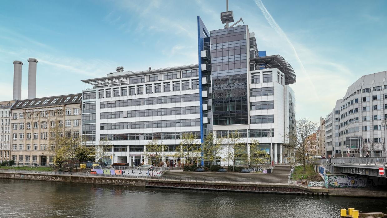 Das Ausbildungsinstitut für Humanistische Lebenskunde befindet sich in der Brückenstraße 5a (Erdgeschoss, links)
