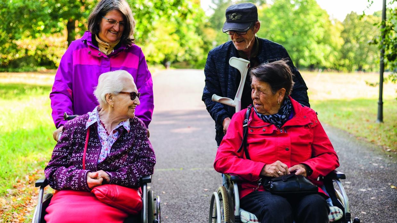 Beim Mobilitätshilfedienst Mitte helfen wir z.B. älteren und mobilitätseingeschränkten Menschen bei alltäglichen und freizeitlichen Aktivitäten.