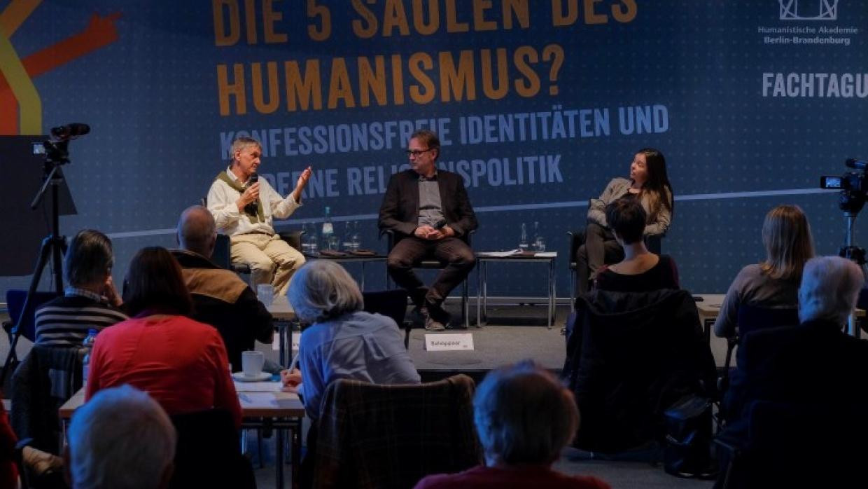 Podium mit Horst Juninger und Tatjana Schnell, Moderation Ralf Schöppner