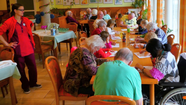 Treffen im Seniorenheim