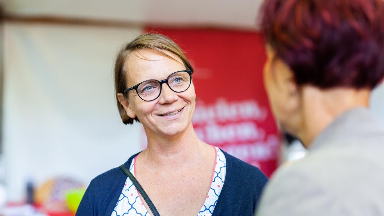 Britta Licht ist sich sicher, dass der Fachkräftemangel nur behoben werden kann, wenn Erzieher_innen besser bezahlt werden.