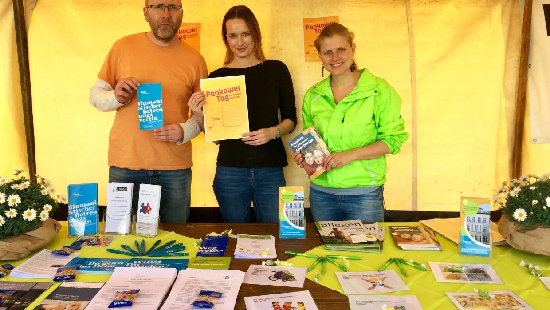 Mitarbeiter_innen des Humanistischen Betreuungsvereins Pankow beim Sozial-Kulturmarkt am Antonplatz am 3. Mai 2018 | Foto: HVD Berlin-Brandenburg KdöR
