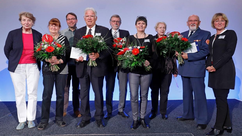 Alle Ausgezeichneten gemeinsam mit Dr. Gabriele Schlimper, Geschäftsführerin des DPW Berlin, und Prof. Barbara John, Vorstandsvorsitzende des DPW Berlin.