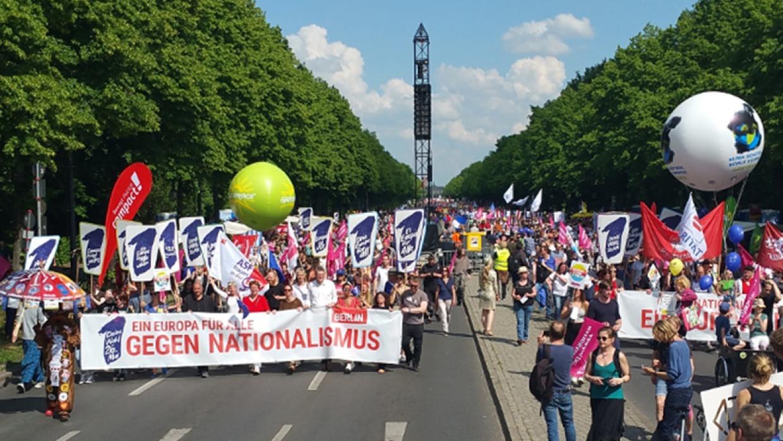 Tausende Menschen schlossen sich der Demonstration an, die vom Alexanderplatz zum Großen Stern führte
