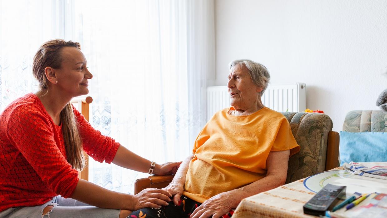 Unter häufigen Personalwechseln leidet die Pflegequalität, die Patient_innen werden durch ständig neues Pflegepersonal, das ihre persönlichen Bedürfnisse nicht kennt, belastet.