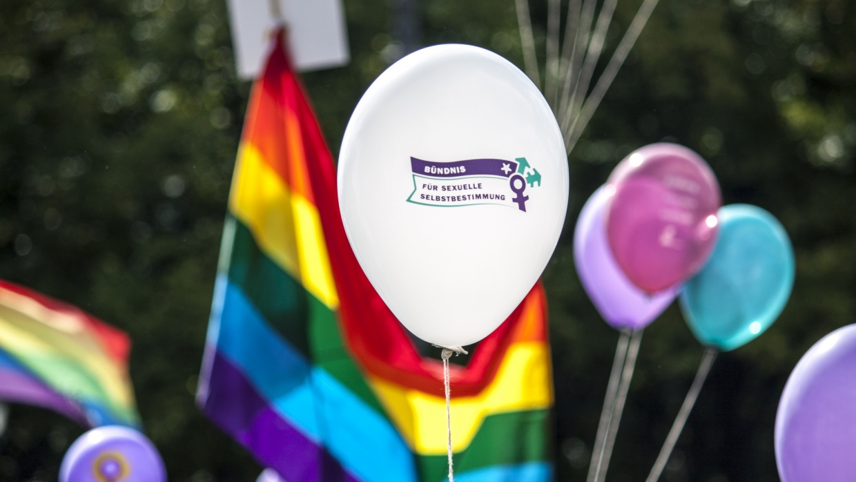 Seit vielen Jahren sind wir aktiv im Bündnis für sexuelle Selbstbestimmung. Jetzt treten wir mit dem AK §218 in eine nächste Phase ein zur Streichung des § 218.