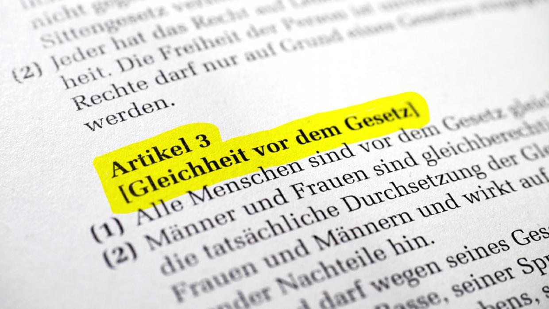 Artikel 3 Grundgesetz: Gleichheit vor dem Gesetz Foto: © Manuel Schönfeld / Fotolia