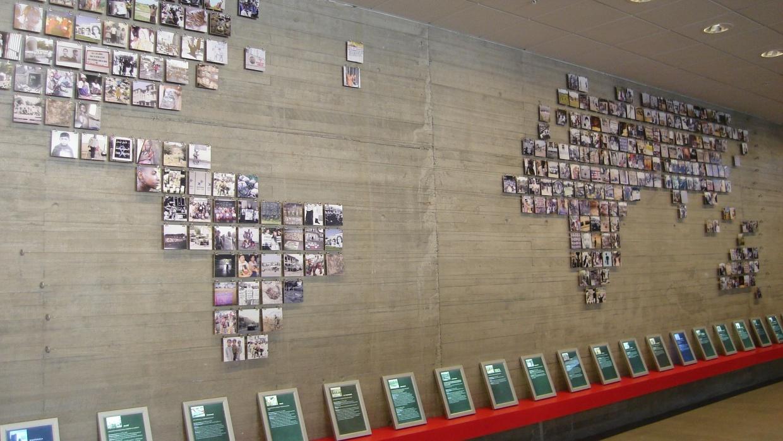 "Der Raum ""Menschenrechte als universelle Herausforderung"" im  en Museo de la Memoria, Santiago de Chile; Foto: Warko (CC BY-SA 3.0)"