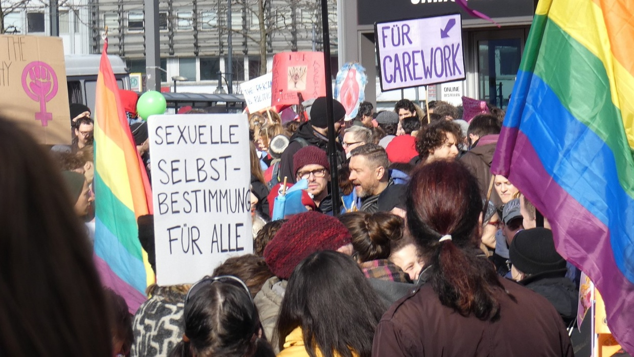 Frauenkampftag auf dem Alexanderplatz in Berlin, am Internationalen Frauentag 2019. Foto: C.Suthorn (CC BY-SA 4.0)