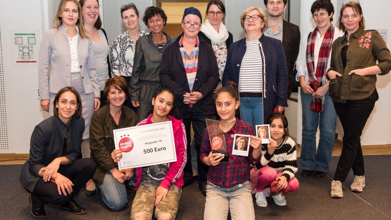 Die Preisträger_innen des Kinder- und Jugendbeteiligungsbüros Marzahn-Hellersdorf. Foto: Lars Hübner