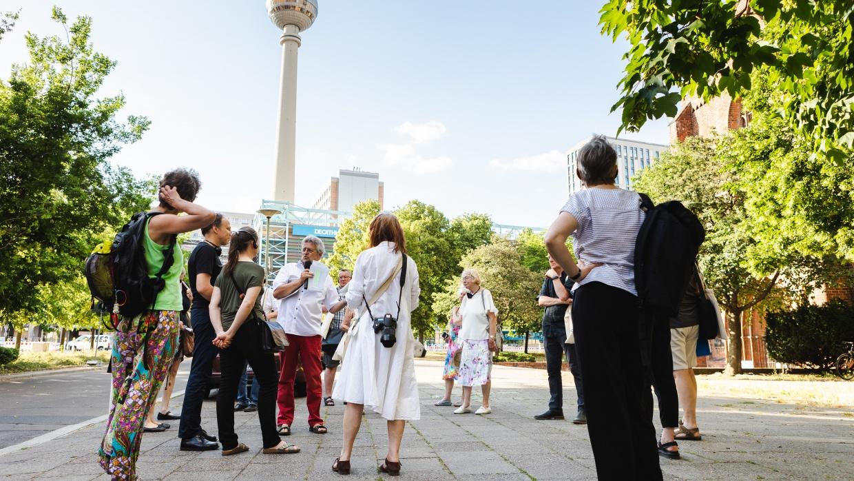 Geführte Stadtrundgänge durch das säkulare Berlin auf der Grundlage des neuen Stadtführers