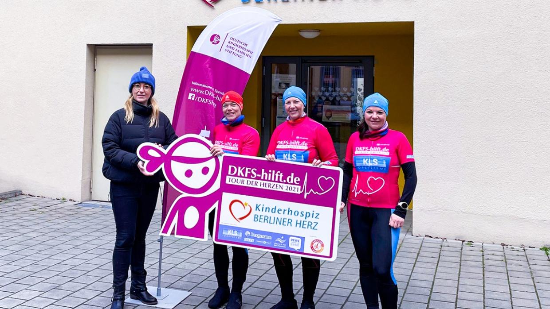 v.l.n.r.:  Claudia Thomas, Referentin Fundraising beim Humanistischen Verband, Susanne Mund (37),  Daniela Kurzke (48) und Annette Quittenbaum (37) beim Besuch des Berliner Herz