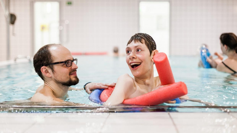Wöchentliche Schwimmtherapien für die Kinder des Kinderhospiz Berliner Herz