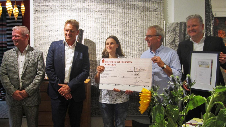 Anke Haase, Einrichtungsleiterin des Berliner Herz, bei der Spendenübergabe